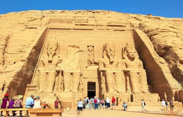 Ägypten-Reise-einmalige-architektur - blauer himmel