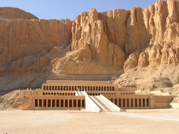 Ägypten-Reise-großartige-felsen - beige farben