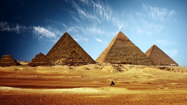 Ägypten-Reise-super-auffällige-pyramiden - tolles aussehen