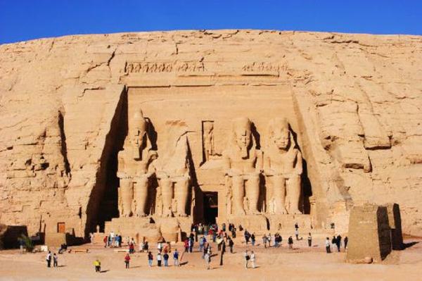 Ägypten-Reise-super-schöne-felsen - viele touristen