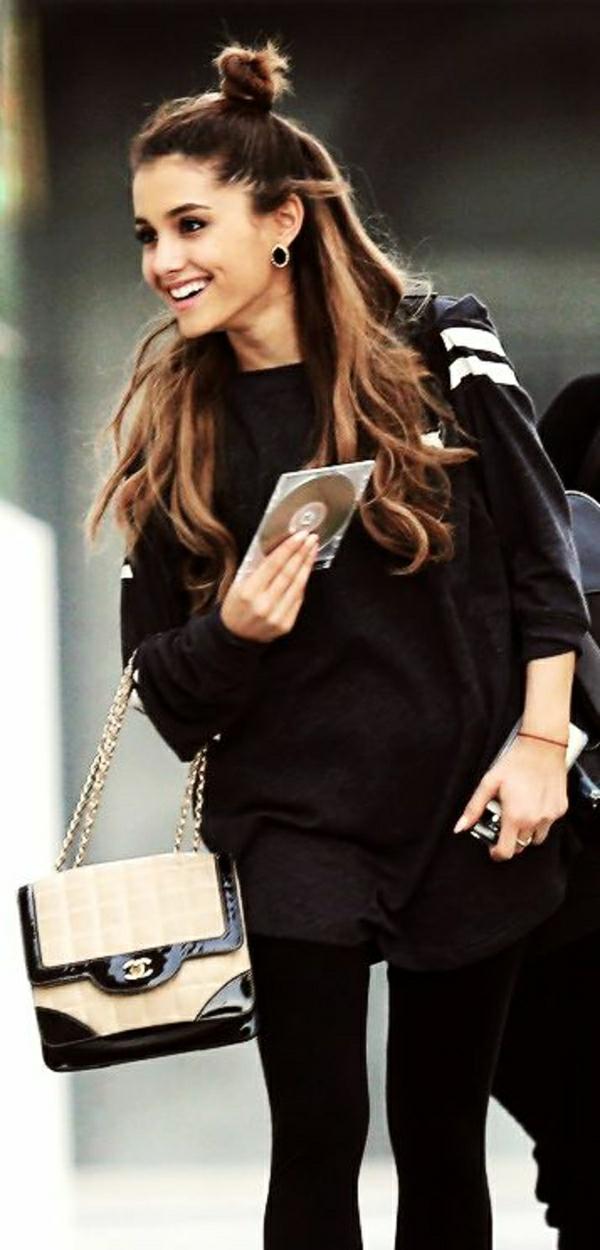 Ariana-Grande-kleine-Chanel-Tasche