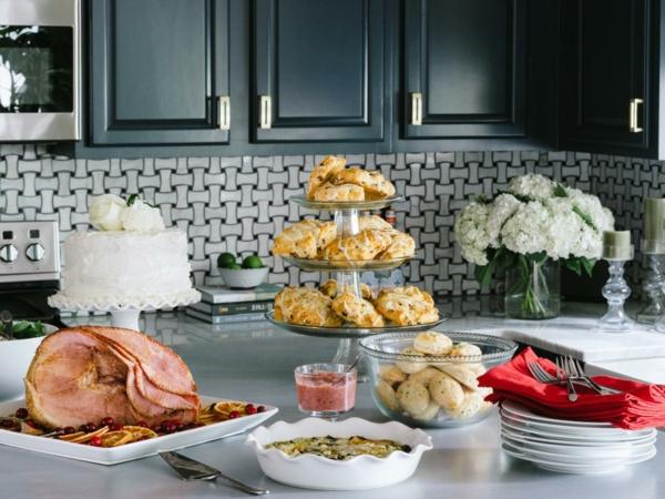 BPF_Holiday-House_interior_holiday-brunch-ideas_beauty_4x3.jpg.rend.hgtvcom.1280.960
