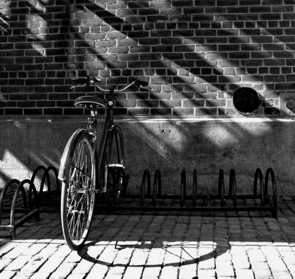 Backsteinmauer-Fahrradständer