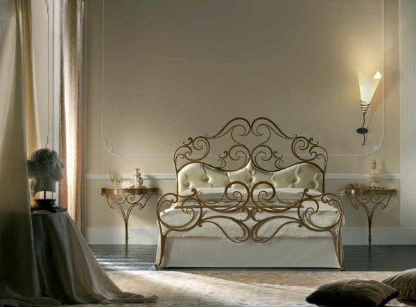 Bett-golden-beige-Statue-Nachttische