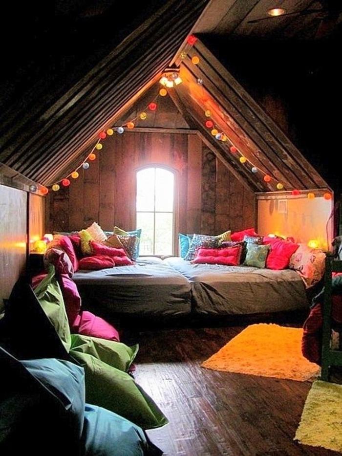 Boho-Schlafzimmer-Hütte-farbige-Leuchten-Kissen