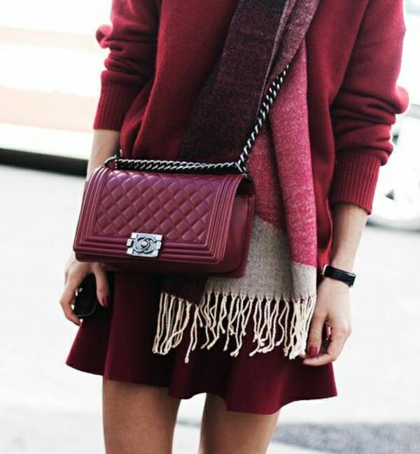Burgund-Farbe-Chanel-Tasche