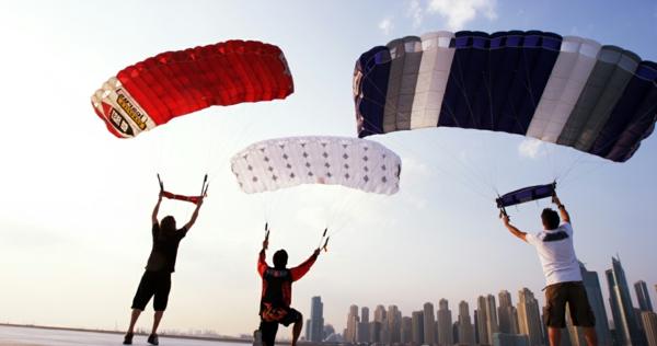 Dubai-Skydiving-Männer-Paragleiten