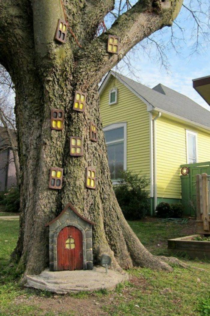 Elfe-Baum-Haus-im-Garten