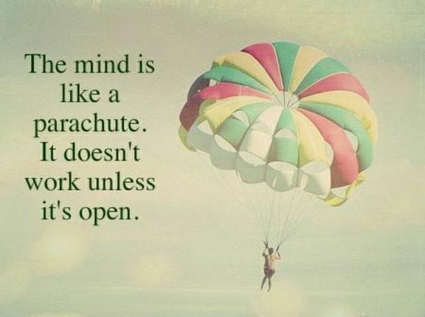 farbiger-Fallschirm-Junge-Gedanke