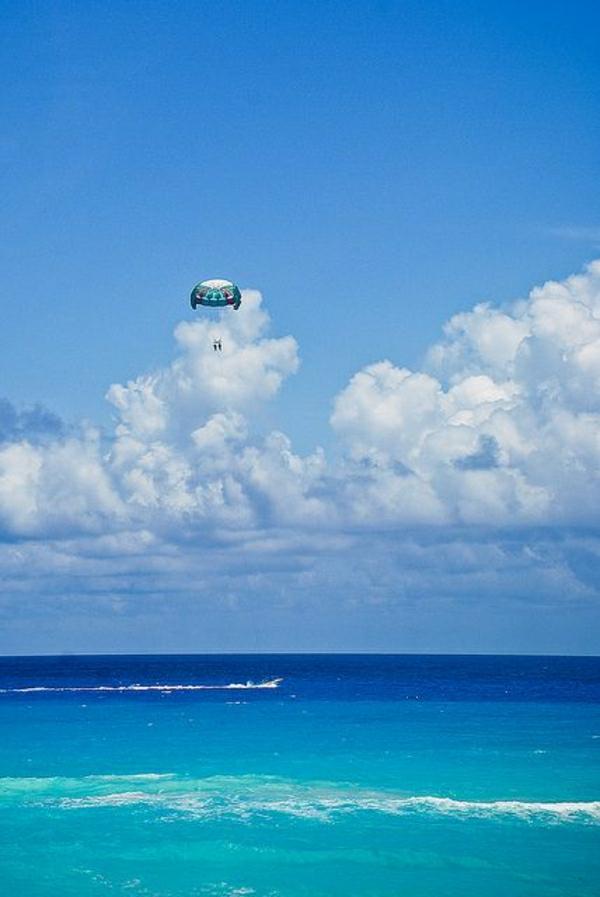Fallschirm-fliegen-Tandemflug-Wasser-Cancun-Mexico-exotisch