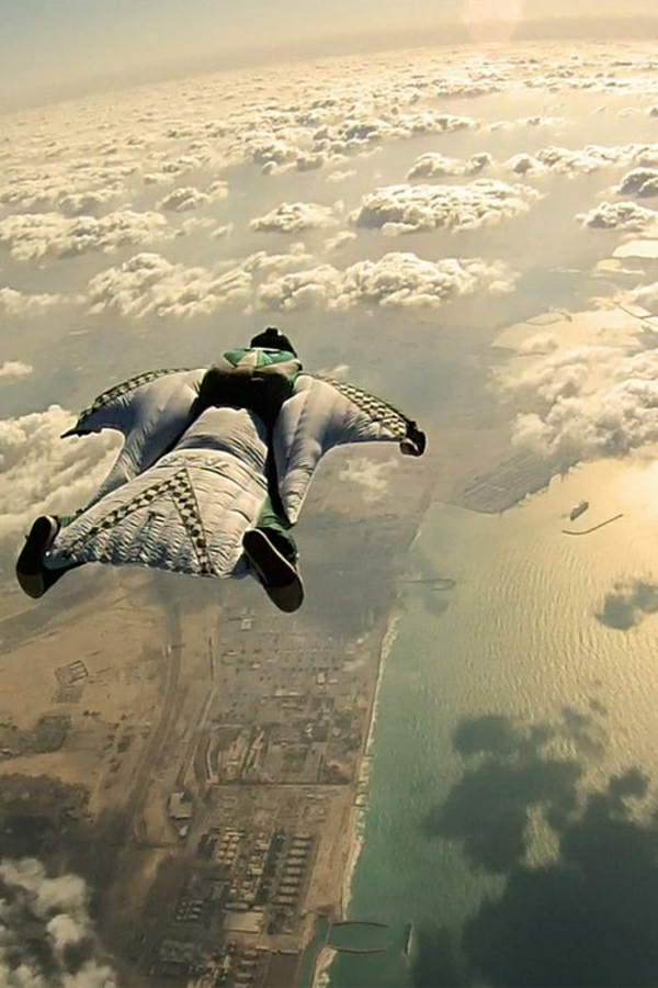 Skydiving-Mann-Ausrüstung-Meer-Stadt