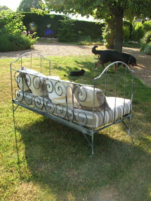 Garten-Bett-Kissen-Hund-Katze