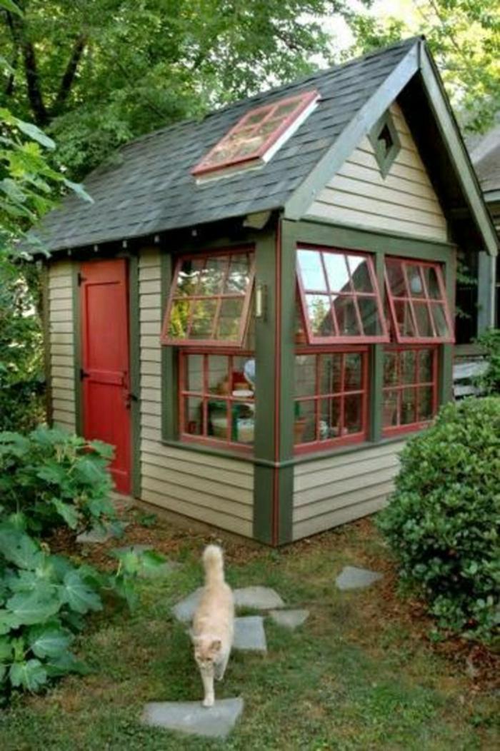 Gartenhaus-Pfad-Katze