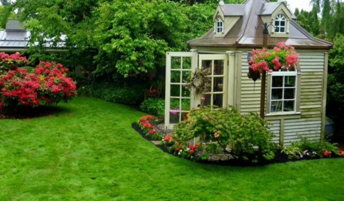 Gartenhaus-Sommer-viele-Blumen