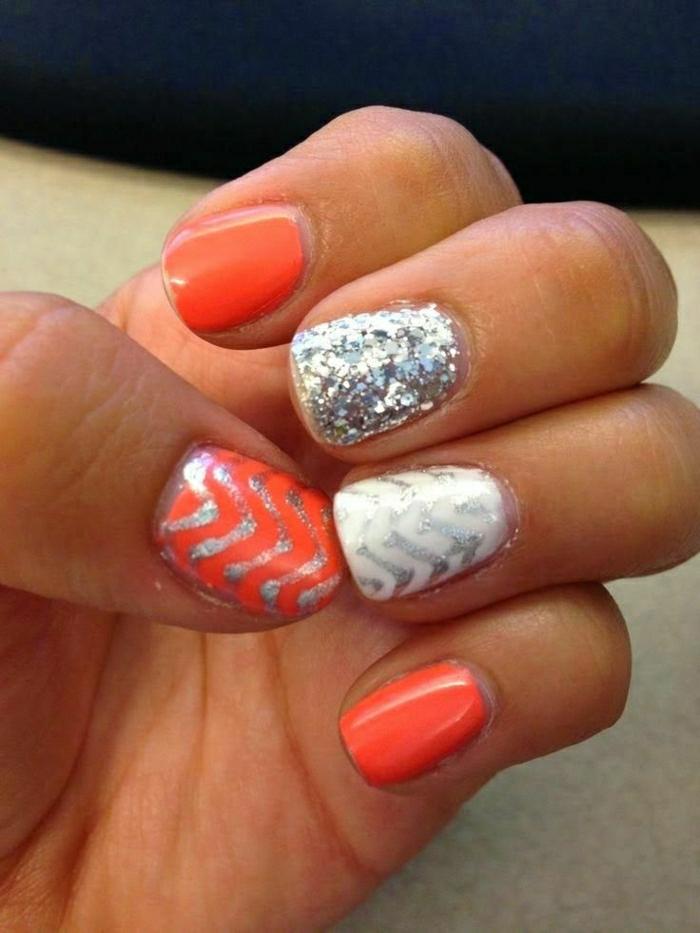 Gel-Nägel-Koralle-Farbe-weiß-silber-Glanz-Dekoration
