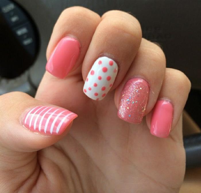 Gel-Nägel-rosa-weiß-Polka-Dots-Streifen-Glanz