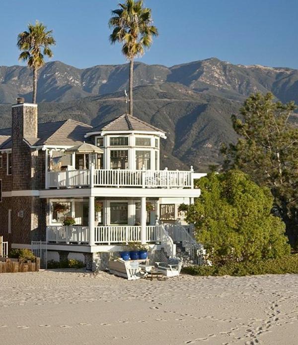 Haus-Hügeln-Bäume-Sand