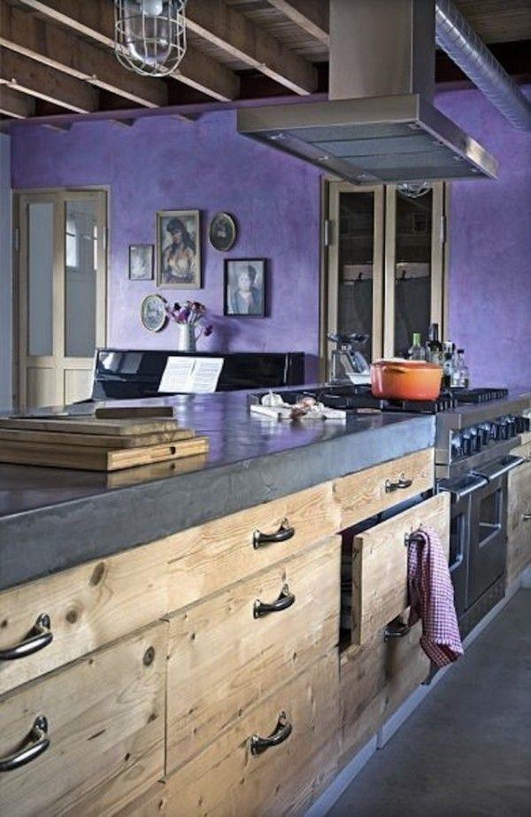 Ikea-Küche-rustikal-lila-Wand