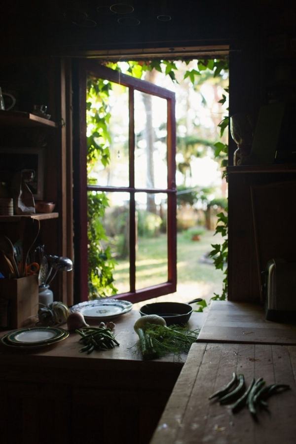 Küche-Landhausstil-Gemüse-Fenster-Grün