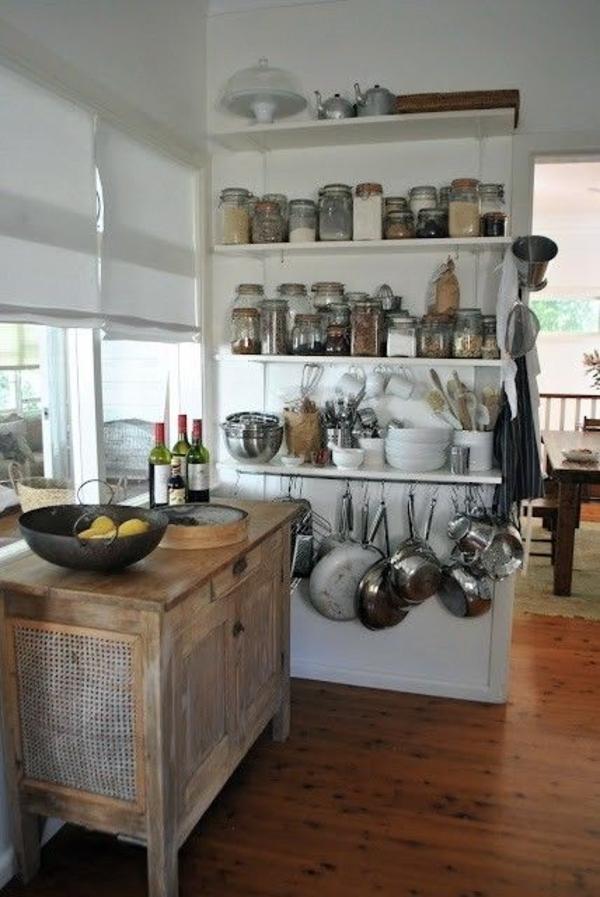 Küche-Vintage-rustikal-Einweckgläser-Pfannen-Geschirr-Schrank