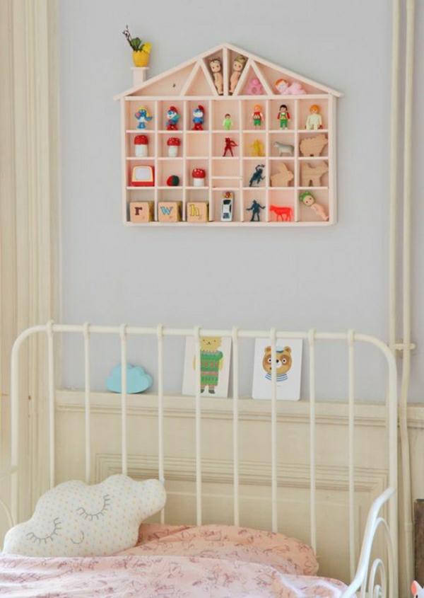 Kinderzimmer-Bett-Spielzeuge-Puppen-Figurinen