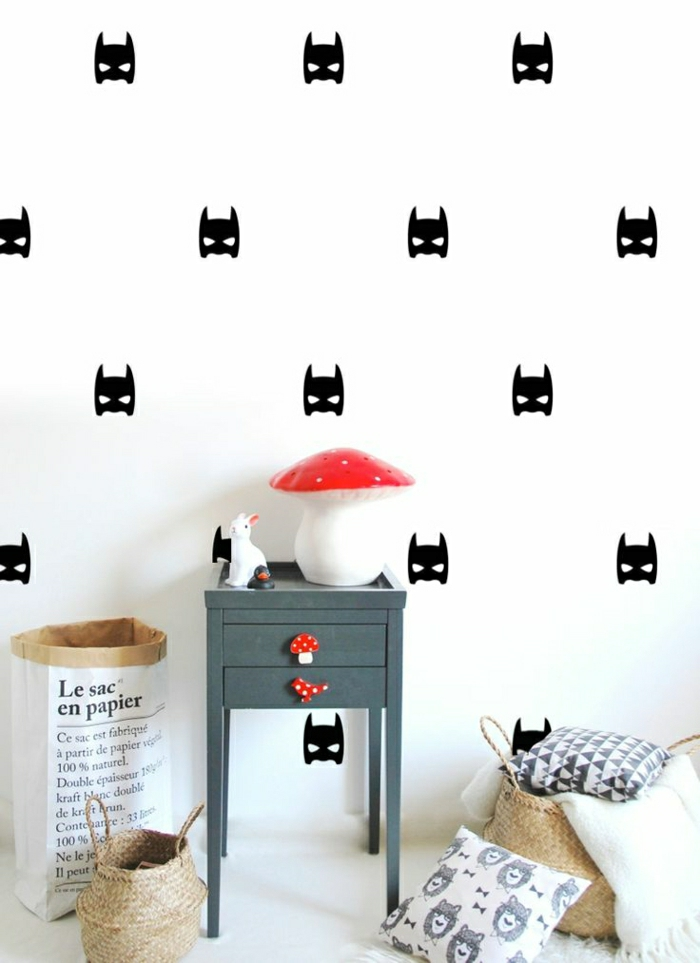 Kinderzimmer-Wandgestaltung-Batman-Druck-Pilzen-Dekoration-Kissen