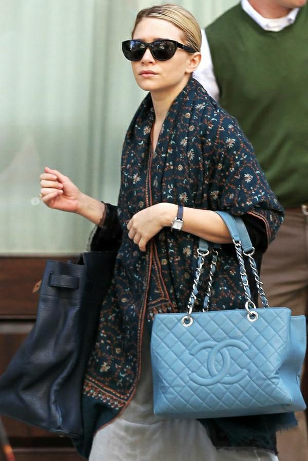Olsen-blaue-Chanel-Tasche-Schal-Sonnenbrillen