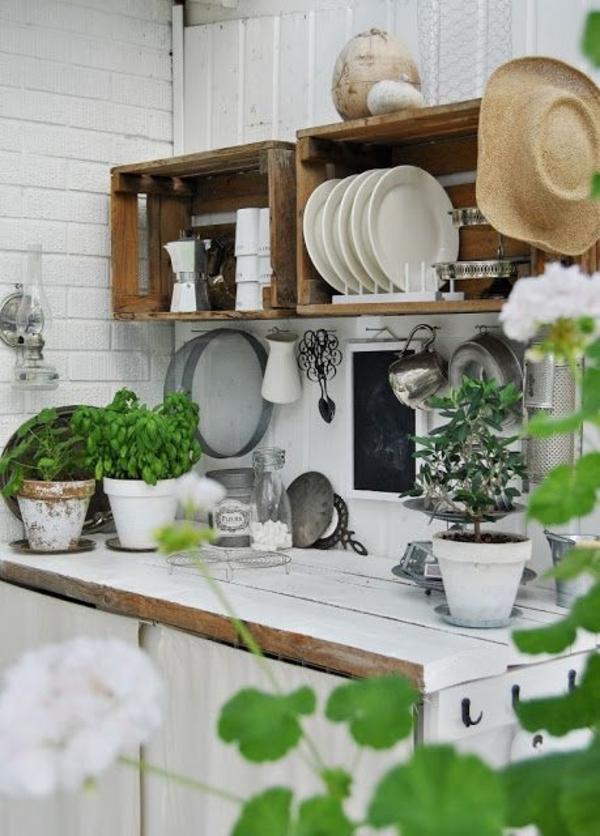 Outdoor-Landhausküchen-Teller-Strohhut-Blumentöpfe