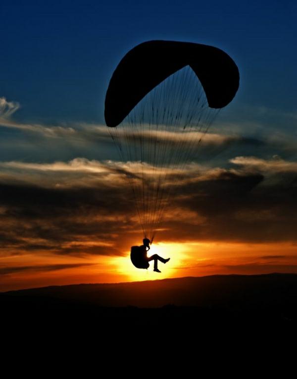 Paragleiten-Kashmir-Asien-Sonnenuntergang-schöner-Himmel