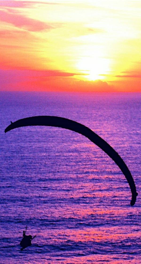 Paragleiten-Mann-Sonne-Wasser-Sonnenuntergang-Meer