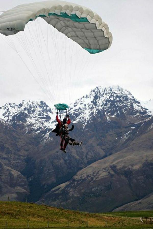 Paragleiten-Otago-Neuseeland-Gebirge-Schnee-Tandemflug