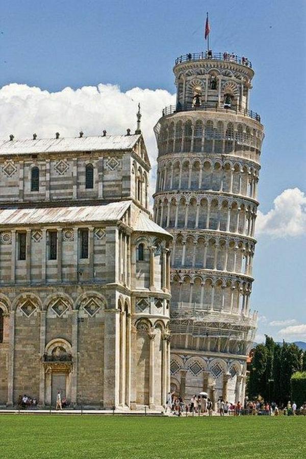 Pisa-Kathedrale-Glockenturm-schief