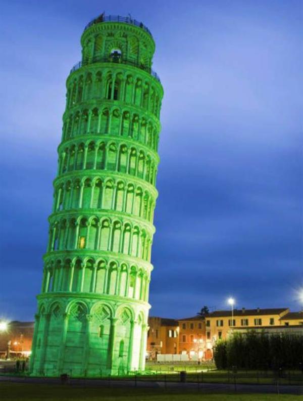 Pisa-Turm-grün-St-Patrick's-Day