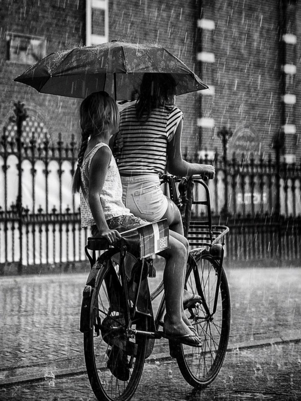 Regen-Fahrrad-Mutter-Tochter-Regenschirm