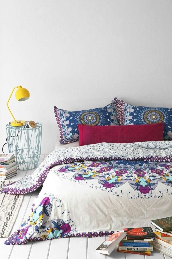 Schlafzimmer-Bett-Bettzeug-in-Boho-Stil