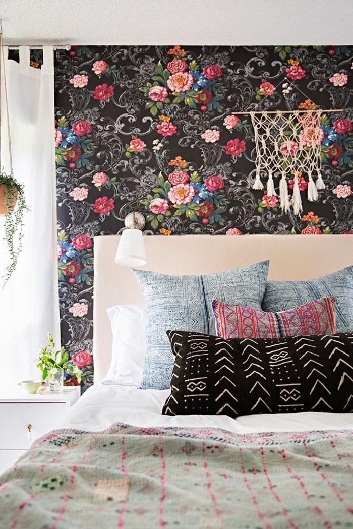 Schlafzimmer-Ideen-Boho-Chic-Elemente-Wand-Blumendruck