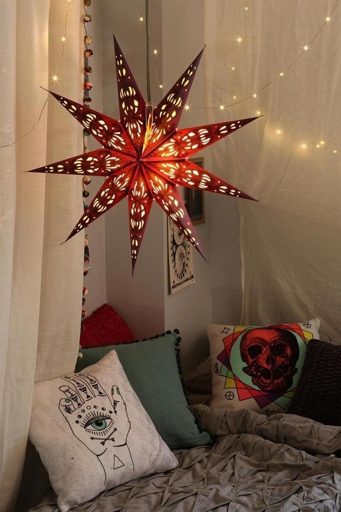 Schlafzimmer-Ideen-Boho-Kissen-Baldachin-Stern-Leuchte