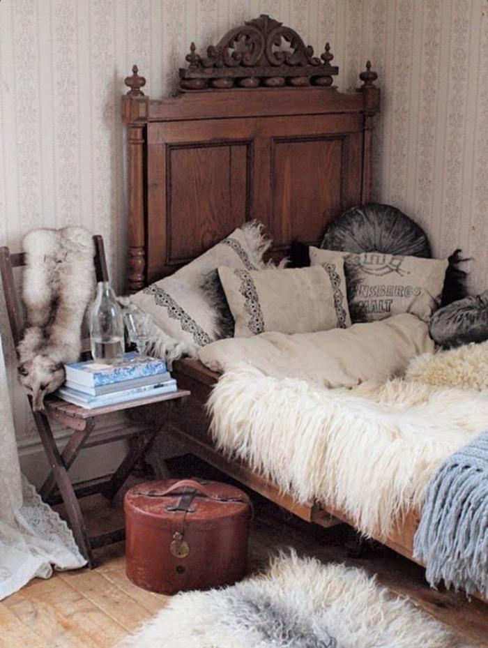 Schlafzimmer-Ideen-hölzernes-Bett-Boho-Kissen-Vintage