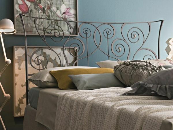 Schlafzimmer-Kissen-stehende-Lampe-Pastellfarben