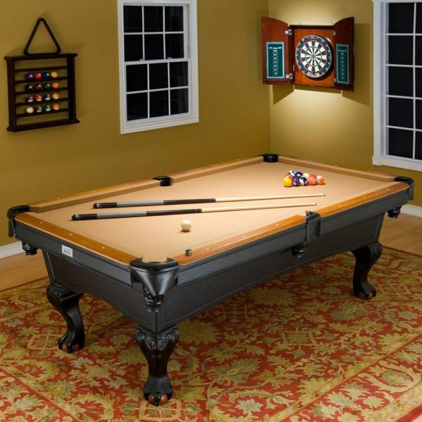 Spieltisch-Bälle-Teppich-Darts-ocker-Wände