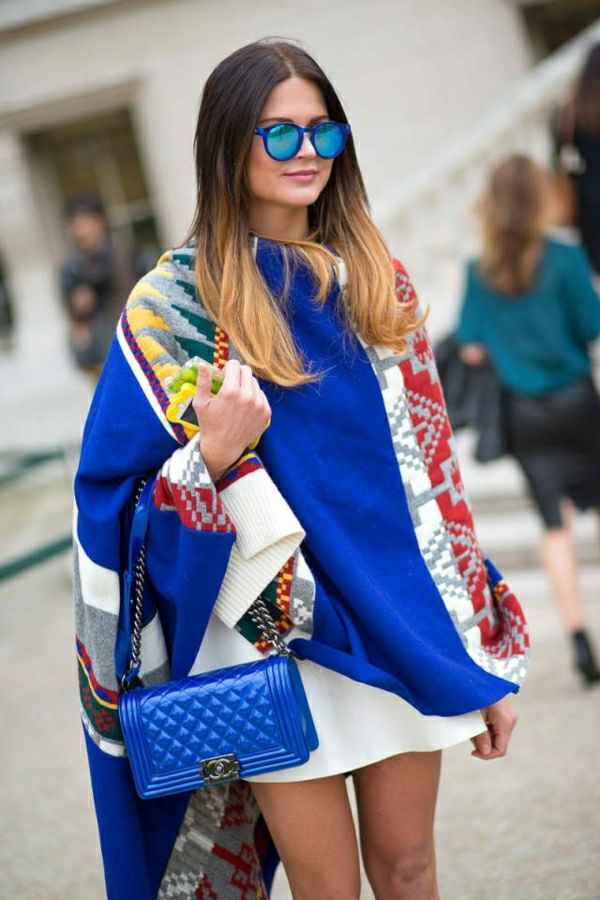 Straßenstil-Chanel-blau-Paris-Fashion-Week