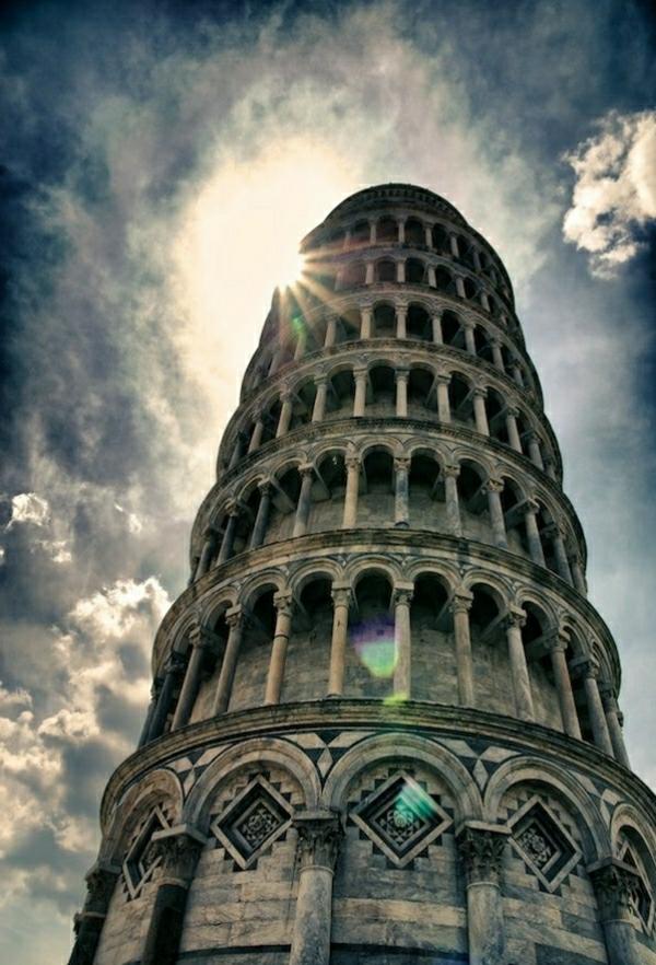 Pisa-Turm-Himmel-Sonne
