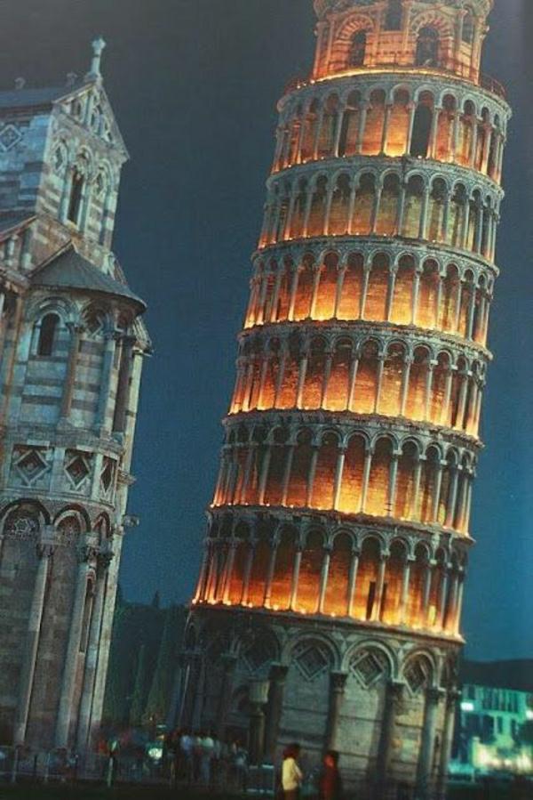 Turm-von-Pisa-Nacht-Leuchten