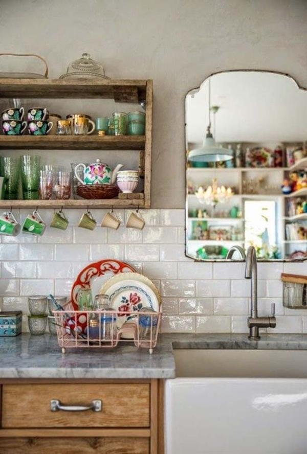 Vintage-rustikal-Landhausküchen-Kaffeetassen-gemaltes-Porzellan-Spiegel-Waschbecken