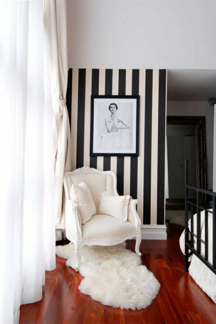 Wand-Tapete-schwarz-weiße-Streifen