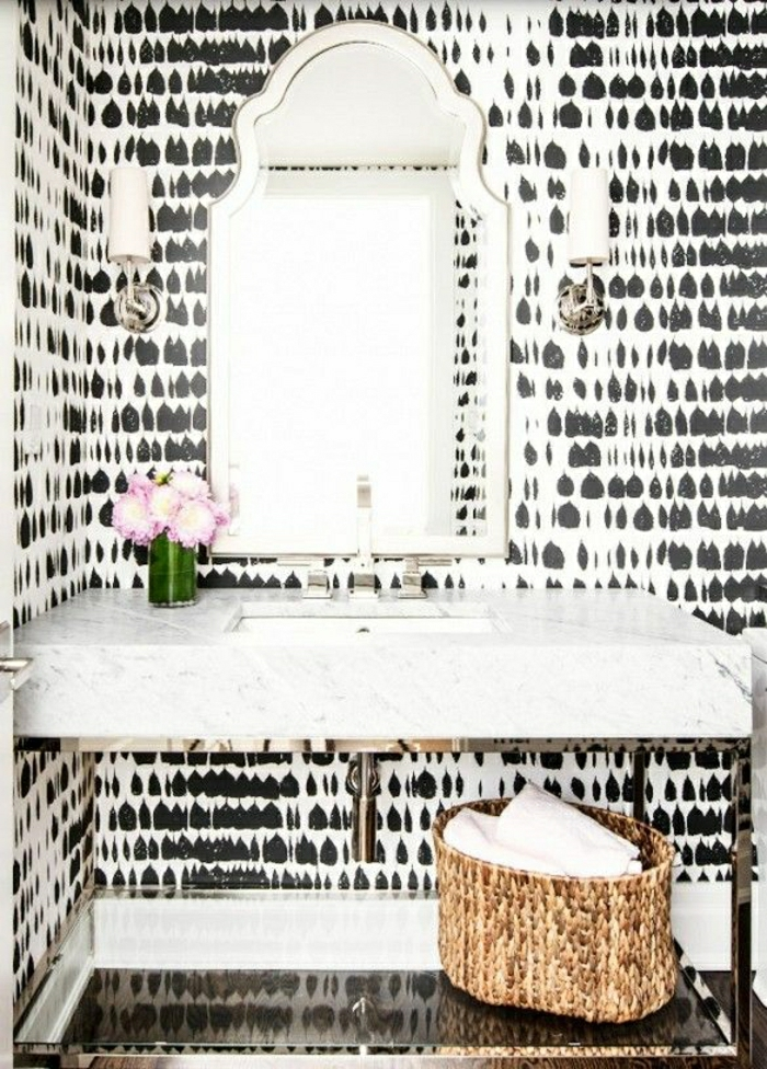 Wandgestaltung-Badezimmer-schwarz-weiß-Tränen