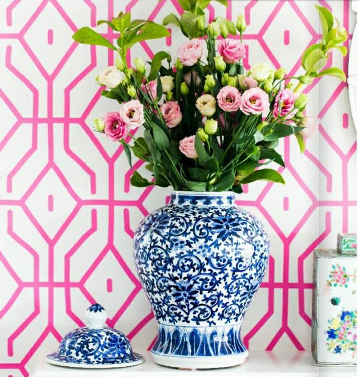Wandgestaltung-weiß-rosa-graphisch