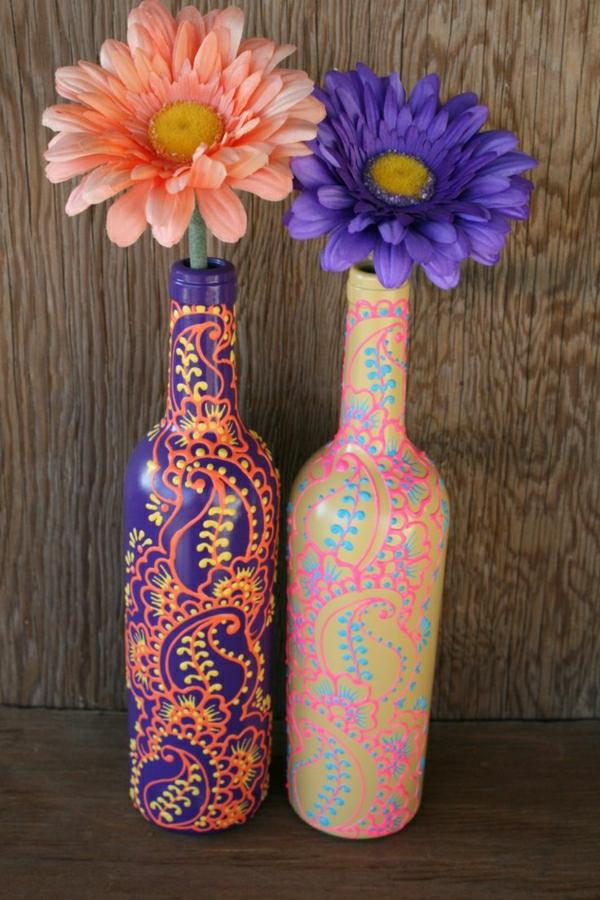 Weinflaschen-Vasen-Henna-Dekoration-Lila-Orange-Gelb-Blau-Rosa-Gold-Gerbera