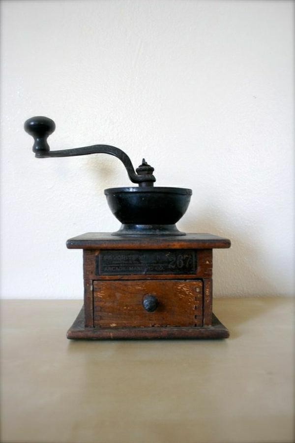antike-Kaffee-Mühle