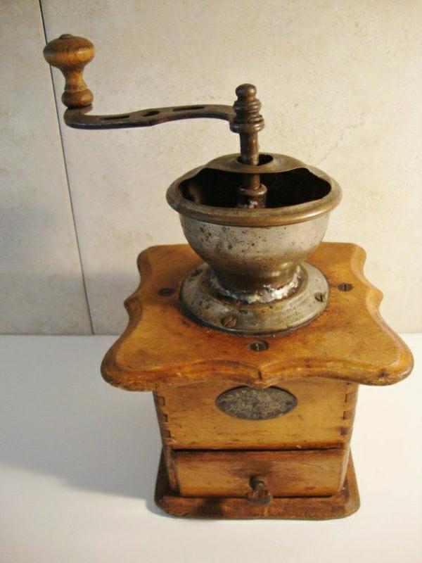 antike-deutsche-Kaffee-Mühle